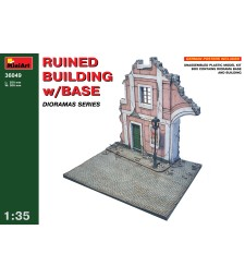 1:35 Ruined Building w/Base