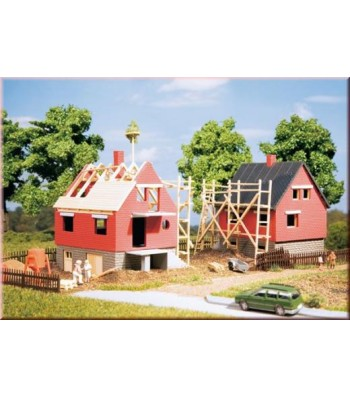 Two houses under construction    H0/TT