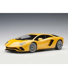 Lamborghini Aventador S 2017 (giallo orion/metallic yellow, composite model/full openings)