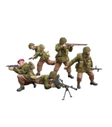 1:35 WWII British Paratroops In Combat Set A