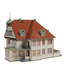 Factory owner's villa (310 x 190 x 230 mm)