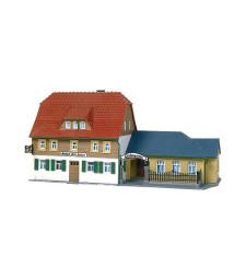 Village inn (205 x 103 x 103 mm)