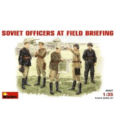 1:35 Soviet Officers at Field Briefing - 5 figures