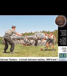 1:35 German Tankers - A break between battles, WW II era - 5 figures