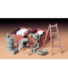 1:35 German Tank Maintenance Crew - 2 figures