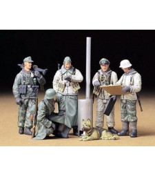 1:35 Ger.Soldiers at Field Briefing