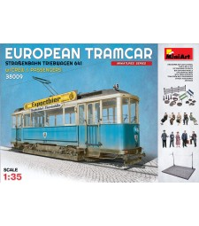 1:35 European Tramcar (Strassenbahn Triebwagen 641) with Crew & Passengers - 10 figures