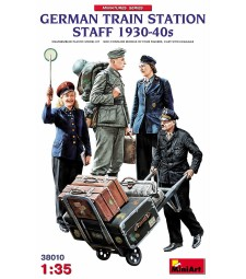 1:35 German Train Station Staff 1930-40s