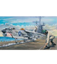 1:32 F-8E Crusader