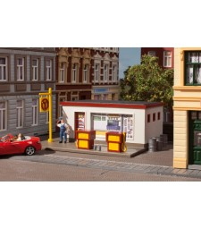 Petrol station H0 (92 x 75 x 35 mm)