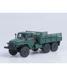 URAL-375D flatbed truck /dark green/
